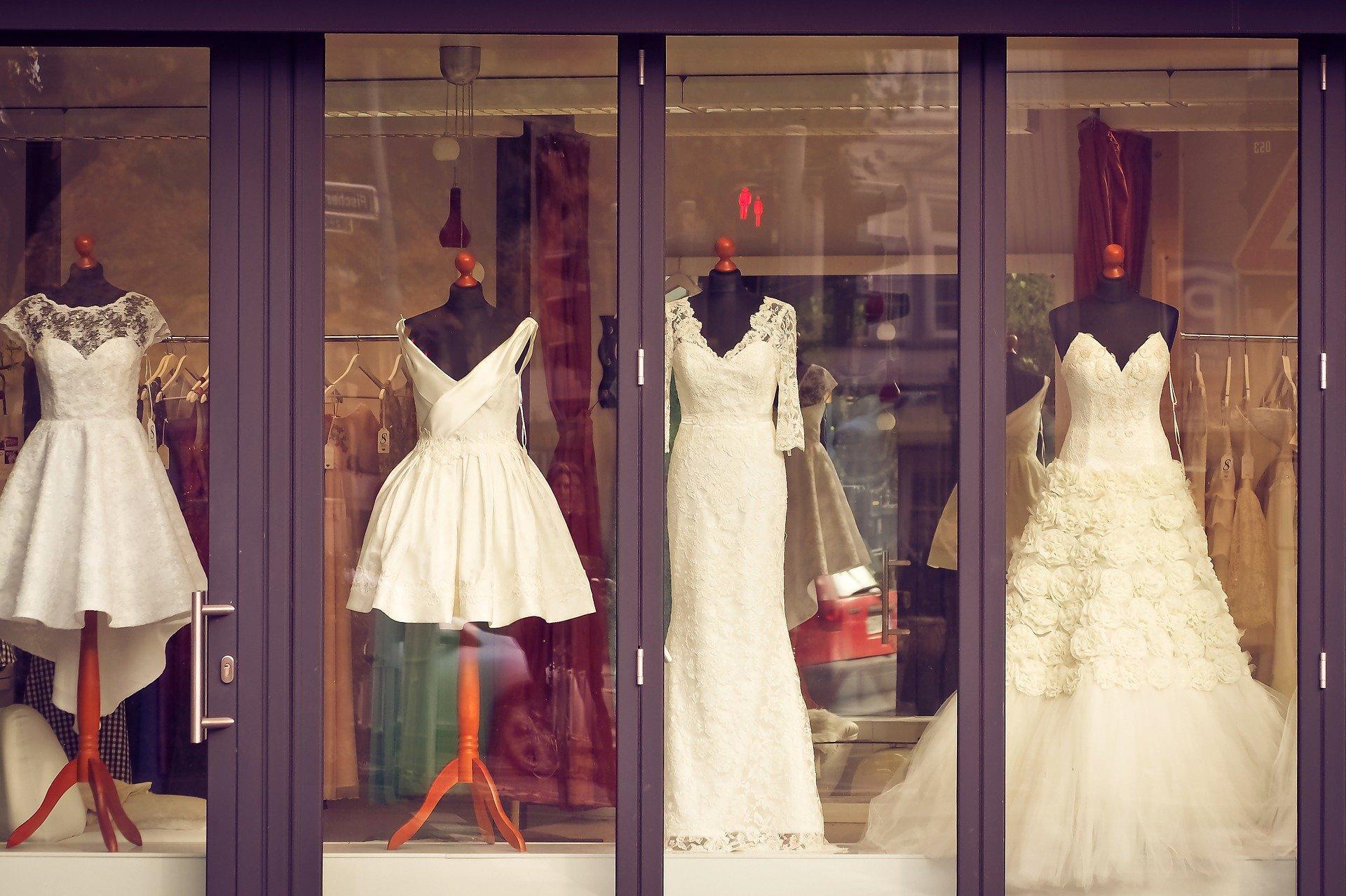 Schaufenster eines Brautmodegeschäftes in Mannheim